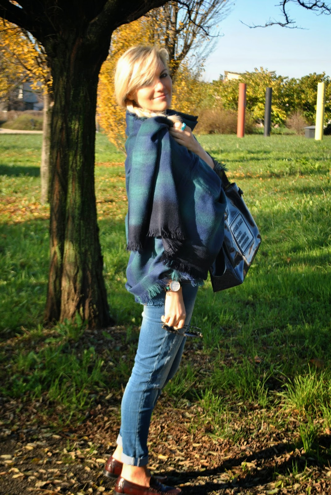 outfit invernale casual outfit mantella outfit maxi sciarpa come indossare la sciarpa sciarpa stampa plaid outfit total jeans mocassini borsa blu armani jeans occhiali da sole carrera anello blu luca barra orologio daniel wellington orologio preppy outfit stile preppy jeans sebiro acconciatura treccia laterale how to wear cape cape outfit outfit dicembre 2014 december outfits fashion blogger italiane fashion bloggers italy how to wear plaid scarf winter outfits mariafelicia magno fashion blogger colorblock by felym fashion blog italiani blonde girls blondie blonde hair ragazze capelli biondi