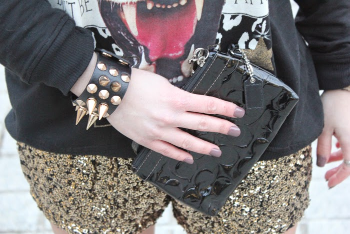 pulsera pinchos, spiked bracelet, coach clutch, fashion blogger, outfit, sequins shorts, lentejuelas, shorts