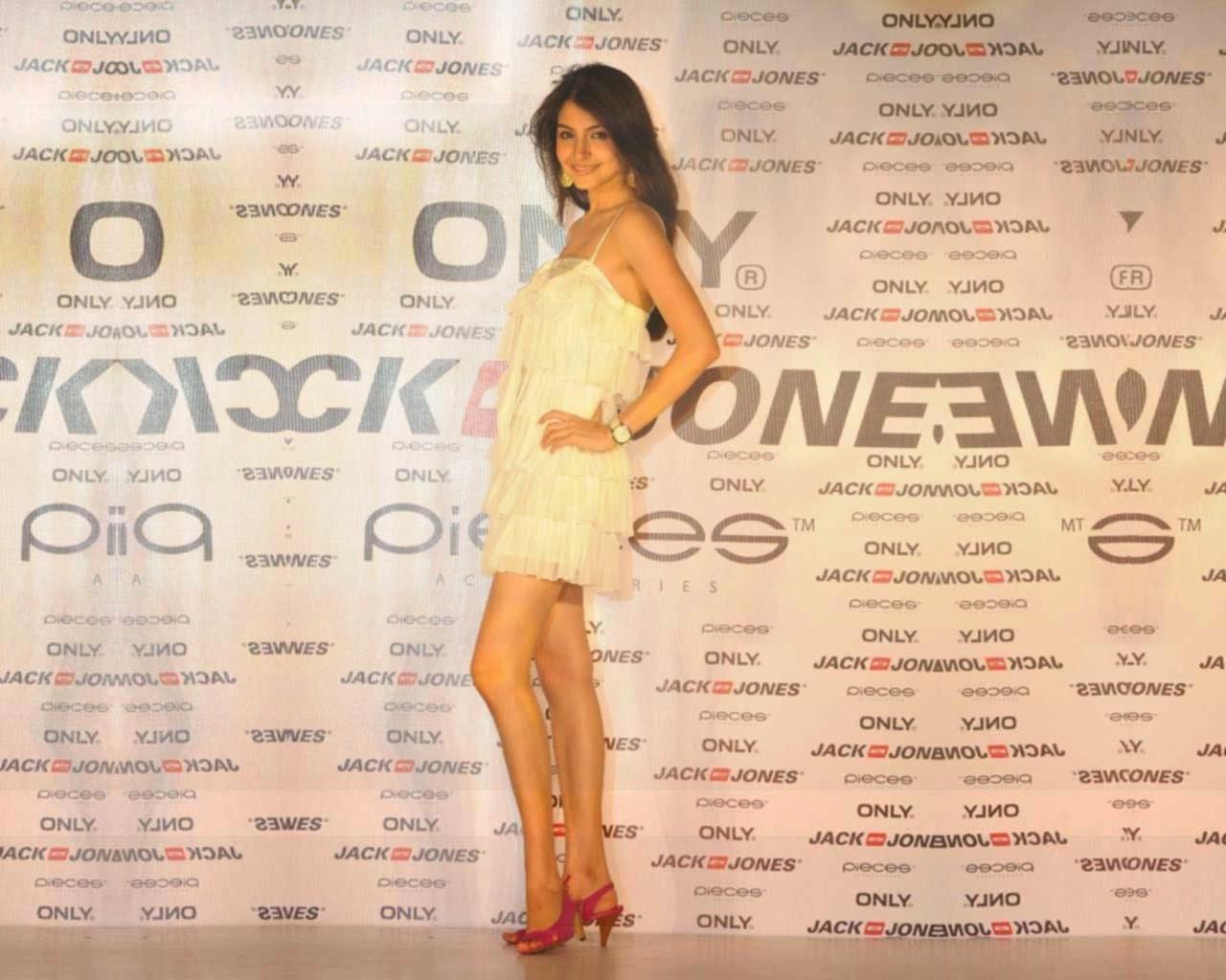 Anushka Sharma In White Mini Skirt and other Hot Pics HD Stills