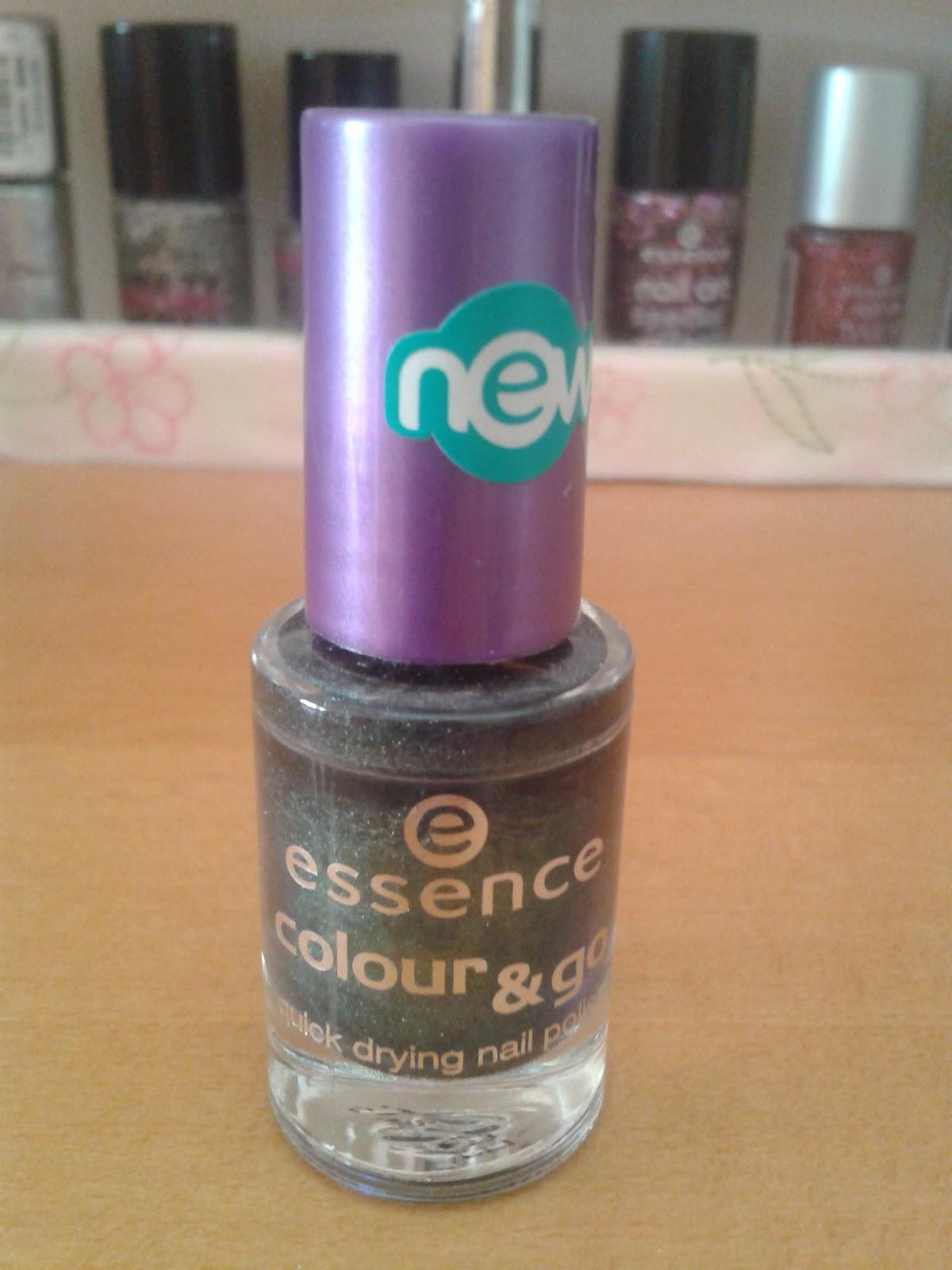 Nail-Paradise: essence Swatches