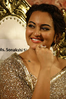 Sonakshi Sinha at Linga audio 010.jpg