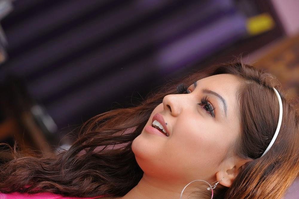 Komal Jha Glamorous Photos in Pink Top-HQ-Photo-7