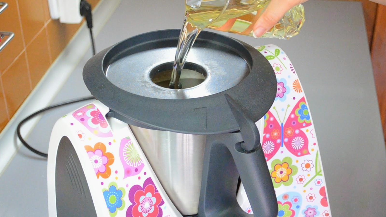 http://recetas-chipironazul.blogspot.com.es/2014/05/magdalenas-de-frutos-rojos-thermomix.html