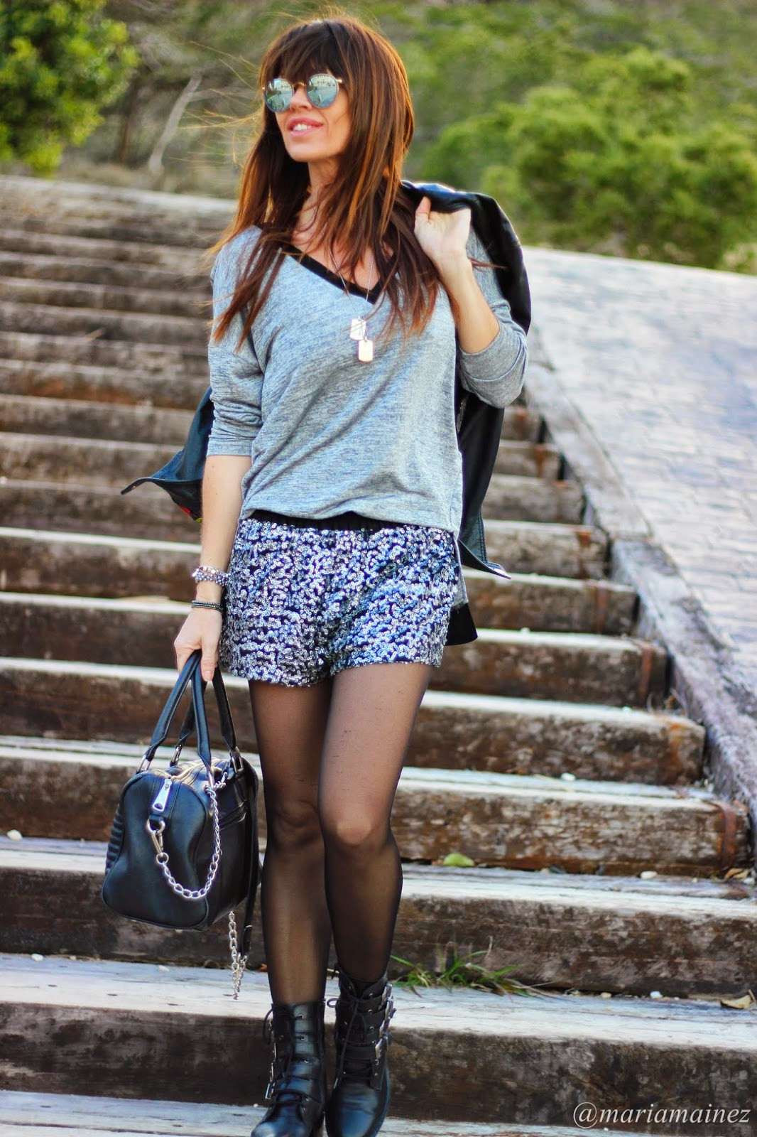 Shorts lentejuelas - fashion blogger - zara - Rayban sunnies - Pepe Moll - Cuchicuchi pulseras- bikers Buffalo London