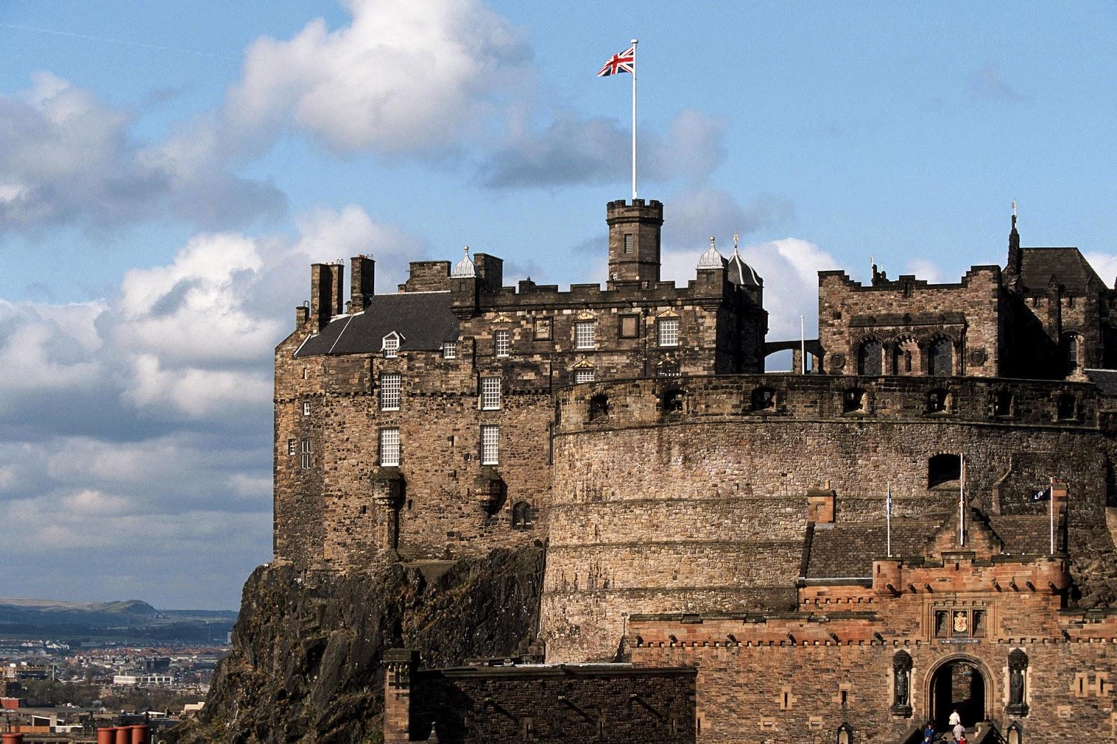 Зловещ Старинен Замък
