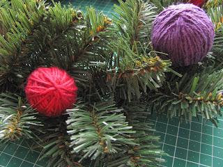 новогодний венок за пару минут, новогодний венок, украшение интерьера, декор, дома, новогодний сувенир, украшаем дом, новогодние украшения, новогодние игрушки,  рождественский венок, рукодельный венок, венок своими руками,  поделки с детьми,