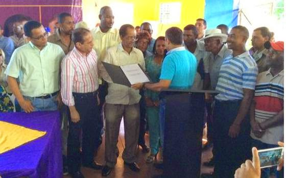 Reinaldo y Tommy Galán entregan promulgación de Ley crea Doña Ana Distrito Municipal