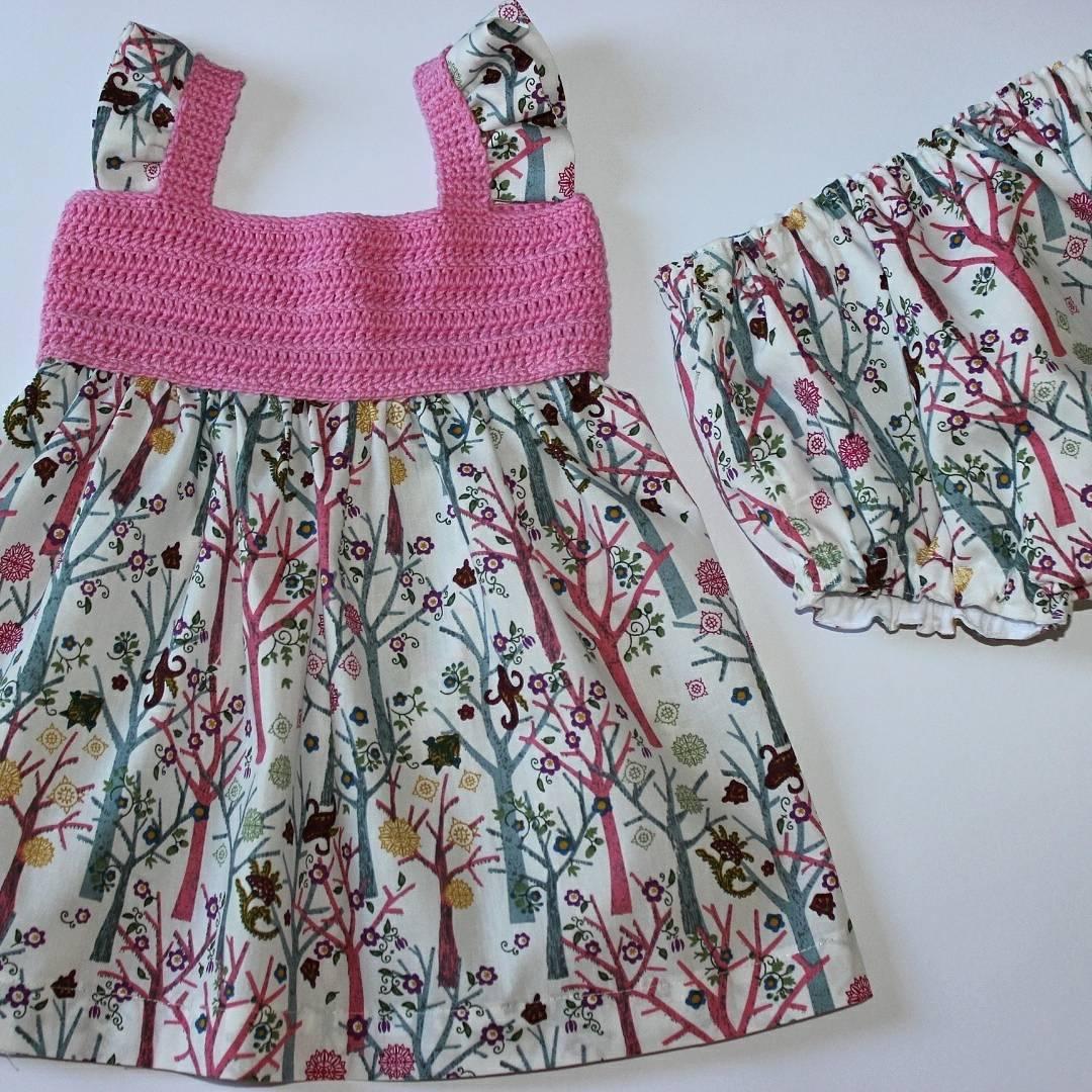 Colección vestidos con cuerpo de ganchillo Pink trees