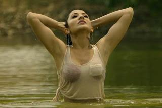 Anushka Sharma hot pics of martu ki bijli ka man dola