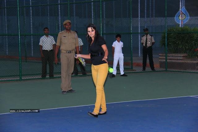 Sania Mirza hot