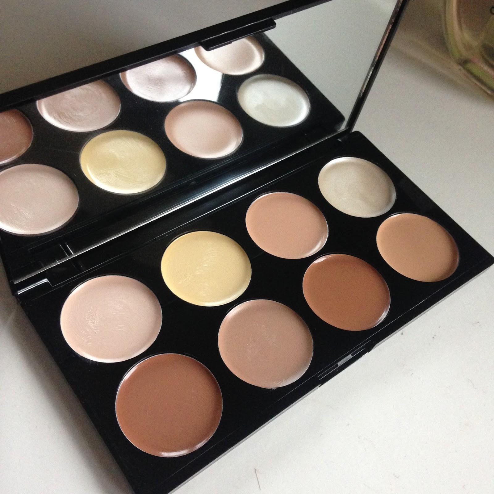 Makeup Revolution Cream Contour Palette Review / Amy Louise