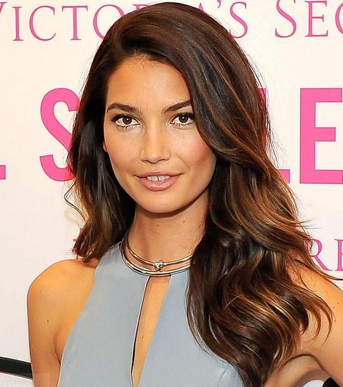 Style rambut ikal wanita model panjang terkini