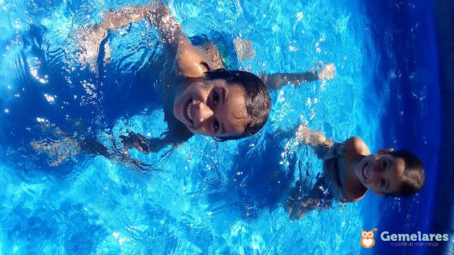 Os gêmeos aprederam a mergulhar | Vídeo