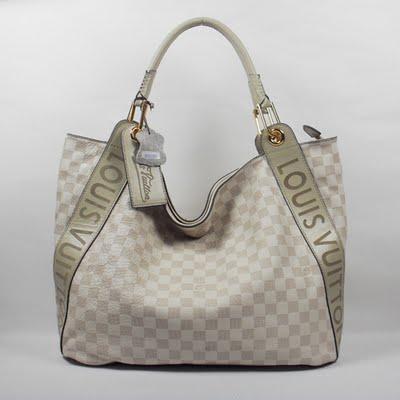 ... produksi tas palsu Louis Vuitton yang bisa dijumpai dimana saja