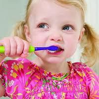 6 Cara Mudah Merawat Gigi Anak usia 1 tahun