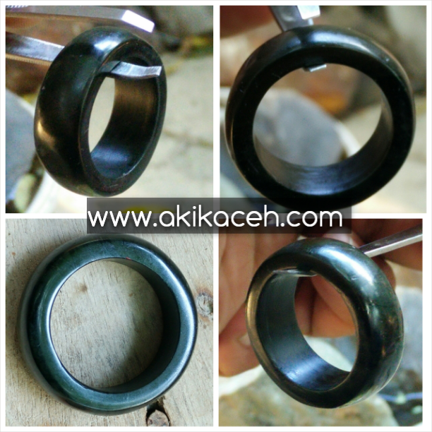 Ring Black Jade