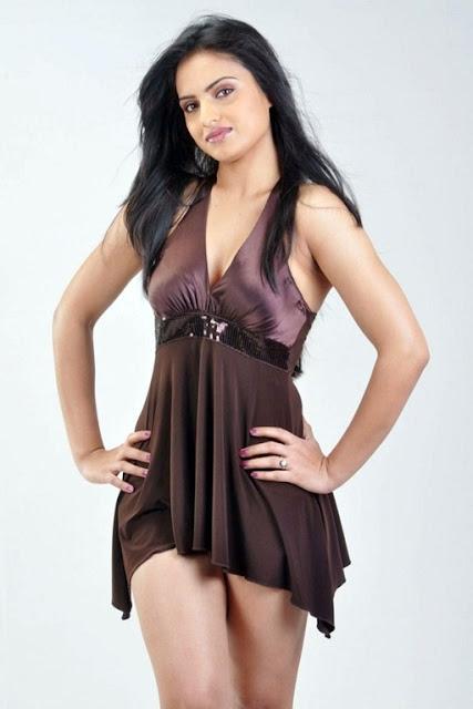 Tamil Film Actress Ritu Kaur Hot Pics
