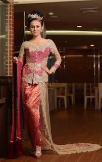 Gaun Kebaya Terbaru untuk Wanita Modern