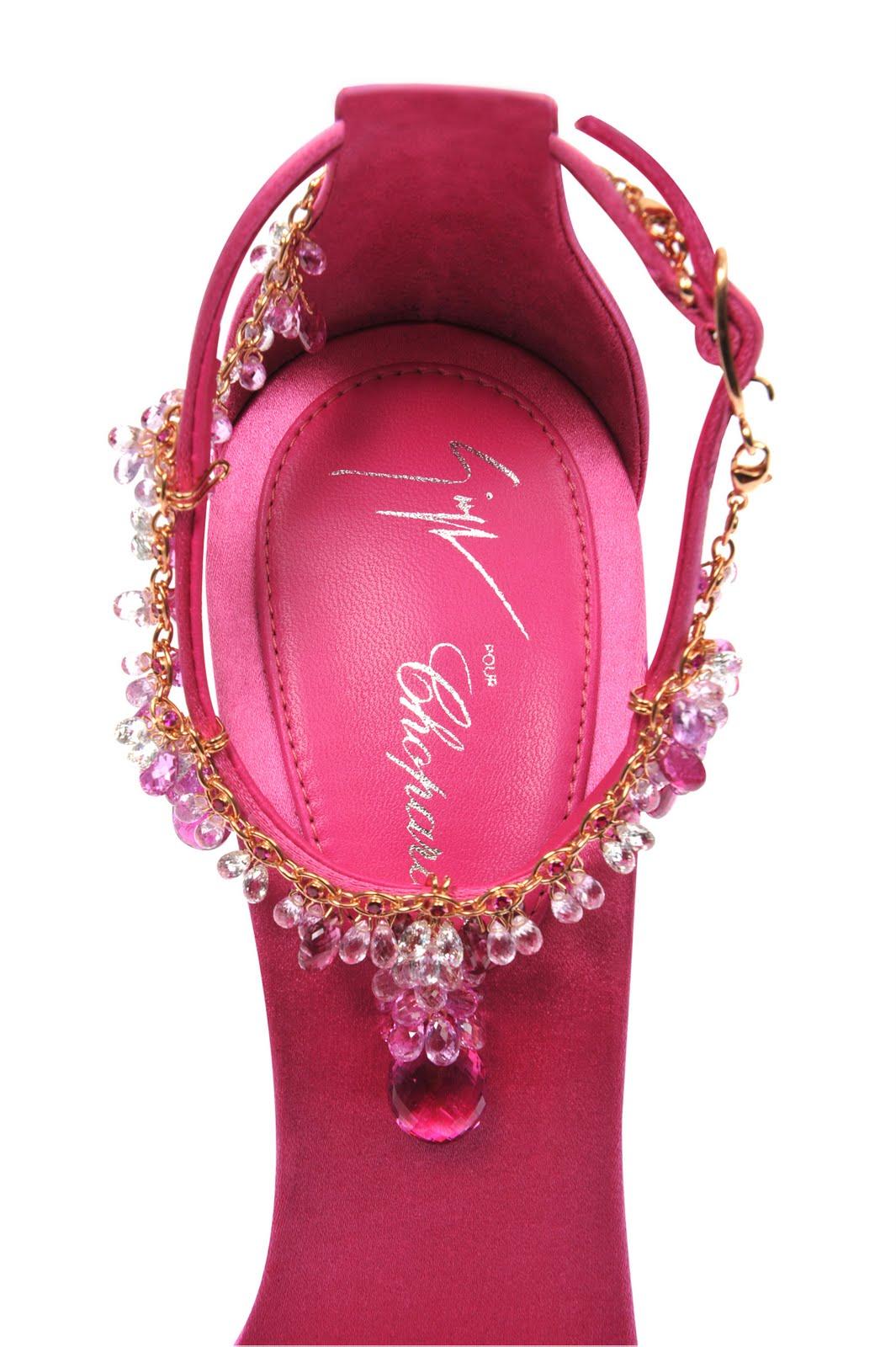http://3.bp.blogspot.com/-WhH-Du-CEr0/TdULraBkSkI/AAAAAAAANzw/9Rsu2lcBL3I/s1600/Chopard_Zanotti_shoes1.jpg