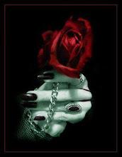 Esconderé tus rosas en el olvido. Como tú lo quisiste, amor...