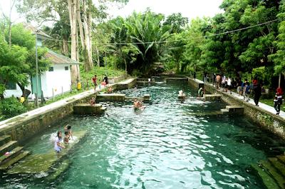 Pemandian Air Panas Hatuasa Maluku Tengah