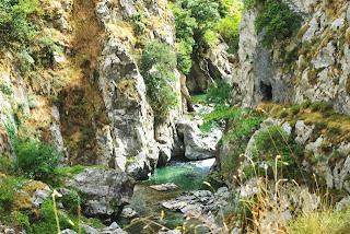 ruta del Cares, el río en las proximidades del puente de Los Rebecos