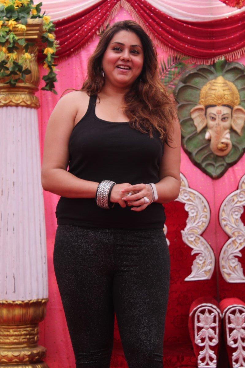 4 images 1 mot recherche facile rponses mises jour Actress namitha family photos