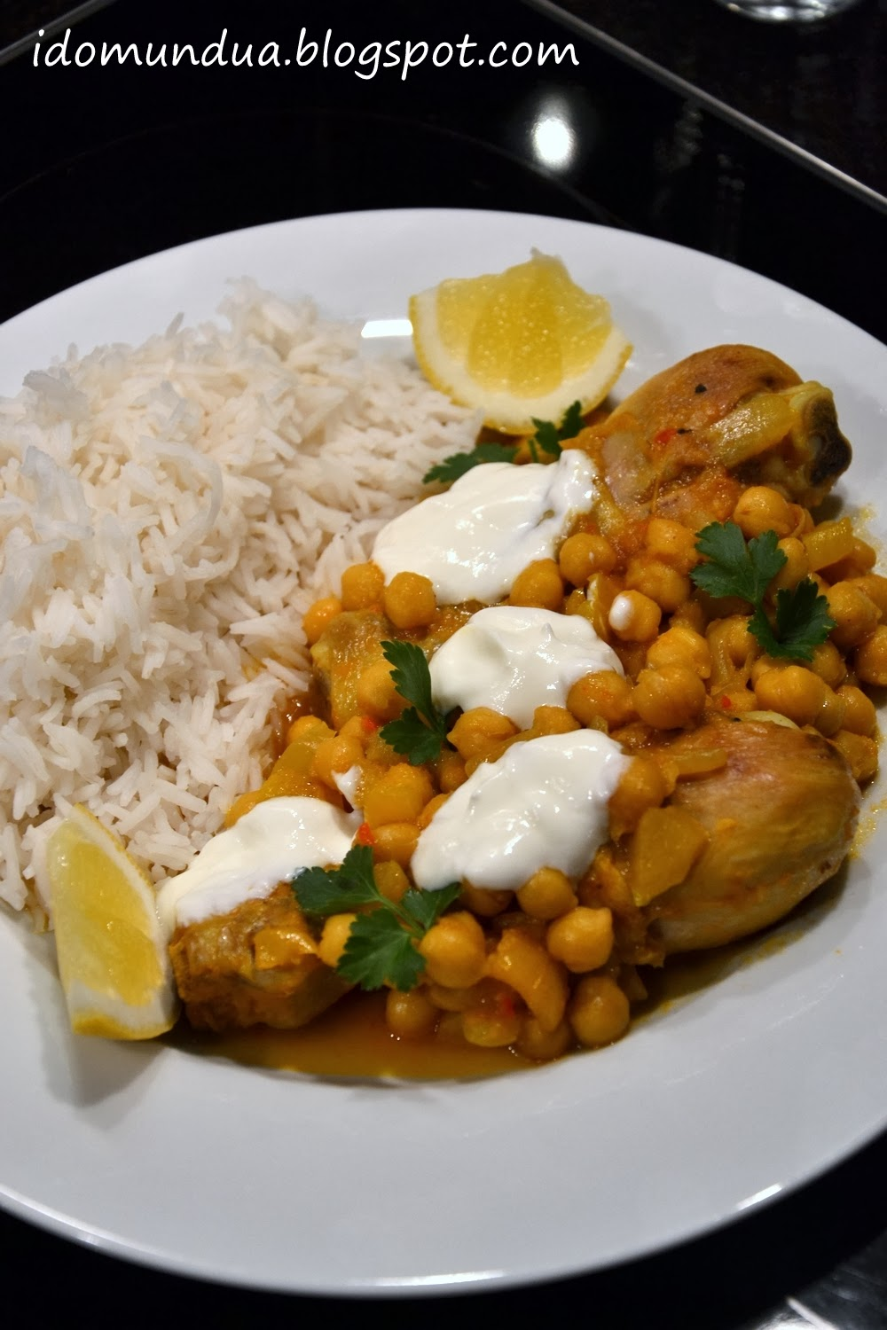 Pollo al curry con garbanzos