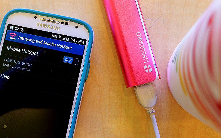 The Lifeguard MINI 1 Portable Charger features a lightening fast charge from empty in as little as 1.5 hours, and is sold in trendy colors like hot pink! #PlusLifeguard #Tech #Ad