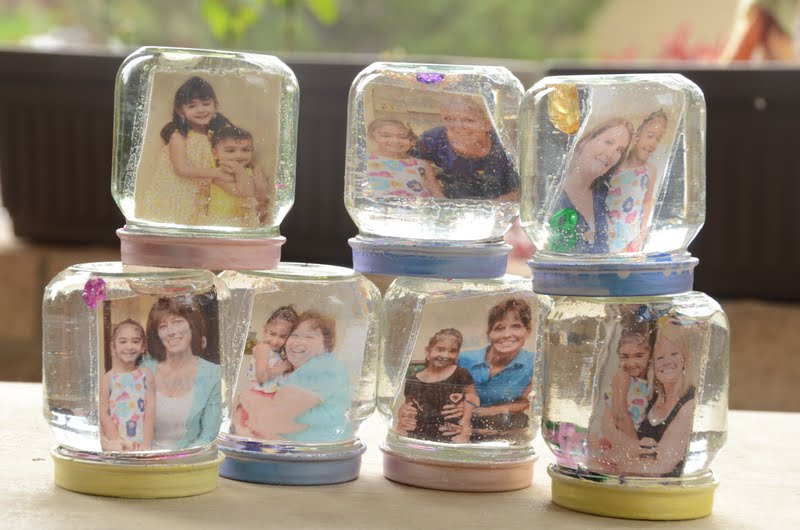 Made in mommyland reuse craft photo glitter globe from for Crafts to make with glass jars