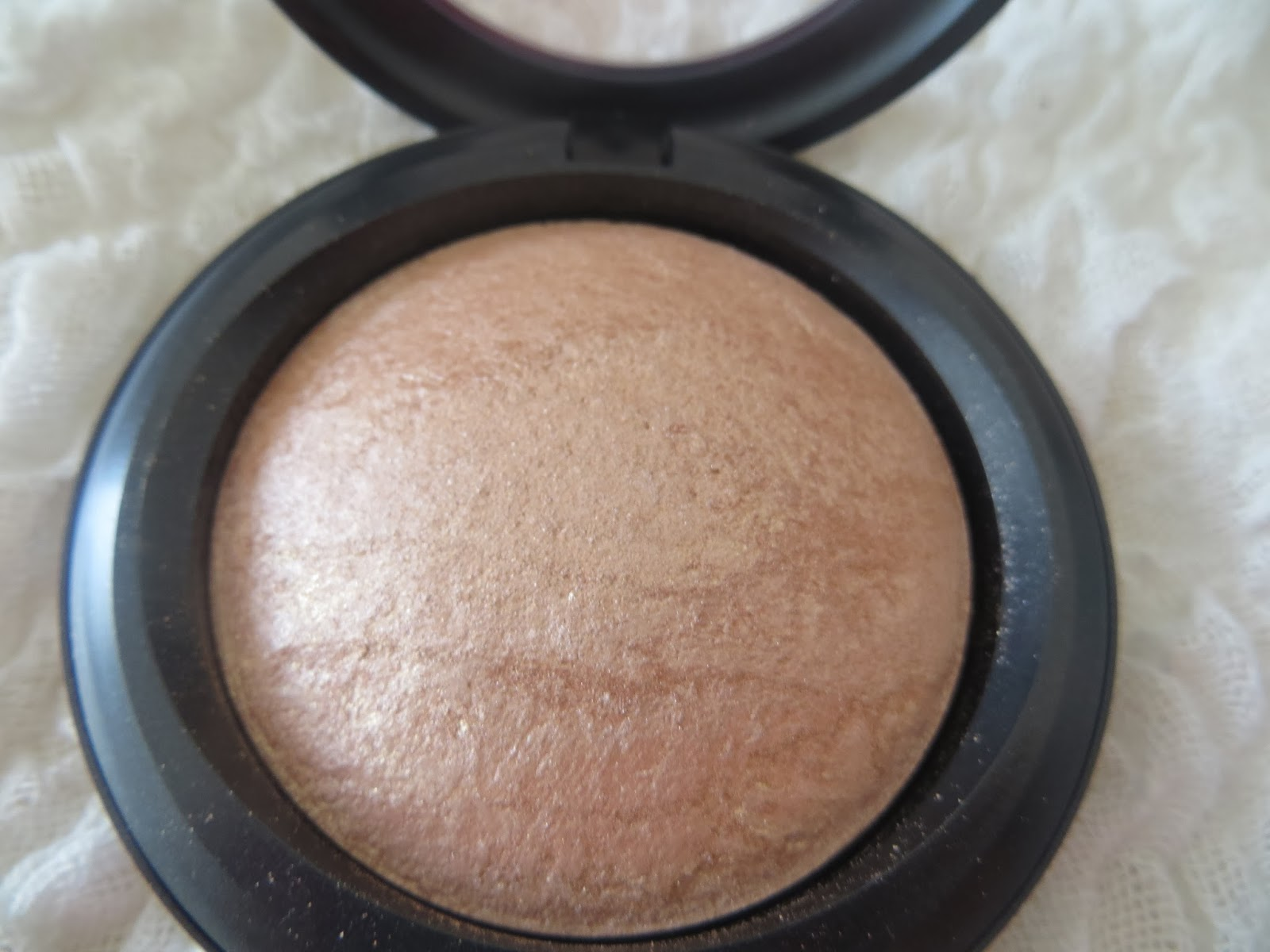 MAC, Review, Mineralize skinfinish, Soft and Gentle, Shimmer, HIghlighter, Bronzer, Blogger, Pretty, swatch