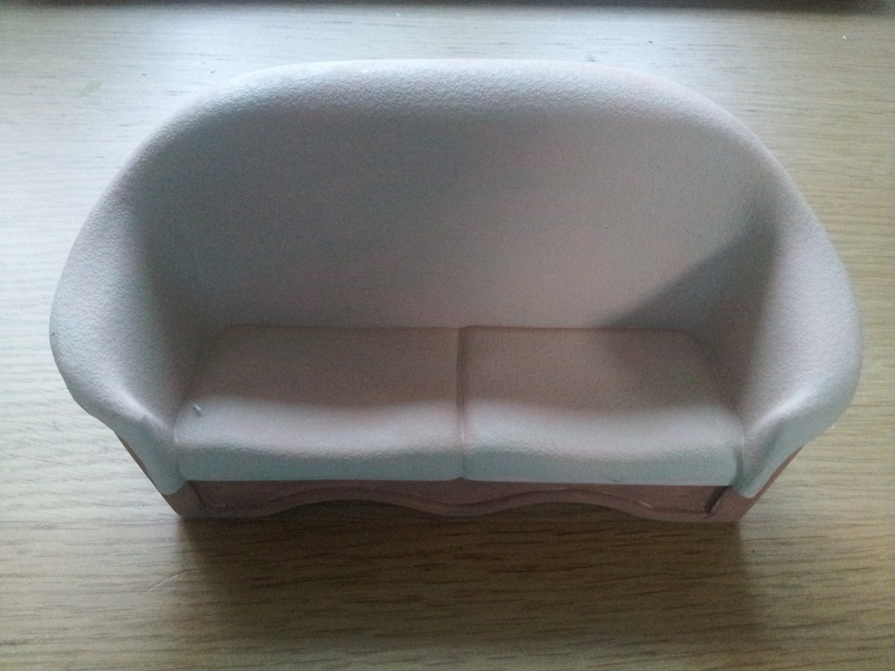 Dollhouse Escapes Plastic Sofa Makeover