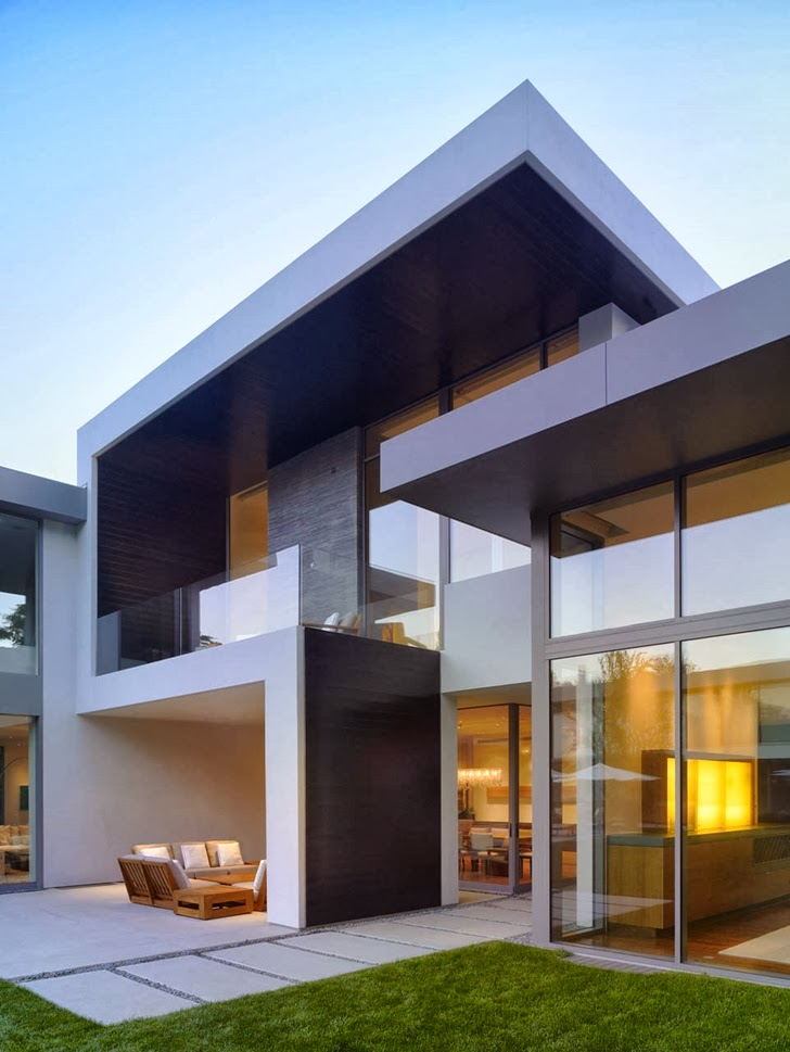 Facade of Beautiful house by Belzberg Architects Group