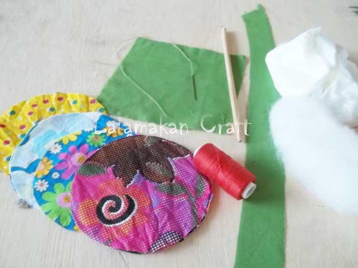 Buat potongan kain berbentuk lingkaran, kotak dan persegi panjang