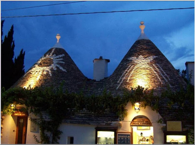 alberobello in night