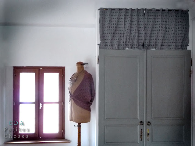 petites choses broderie anglaise pour un placard. Black Bedroom Furniture Sets. Home Design Ideas