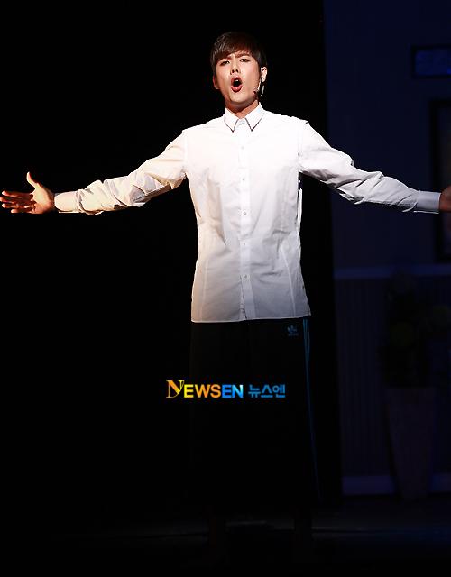 [MUSICAL] 08/04/2011 - KyuJong @ Goong Musical  - Page 4 KJ-Goong-media-07