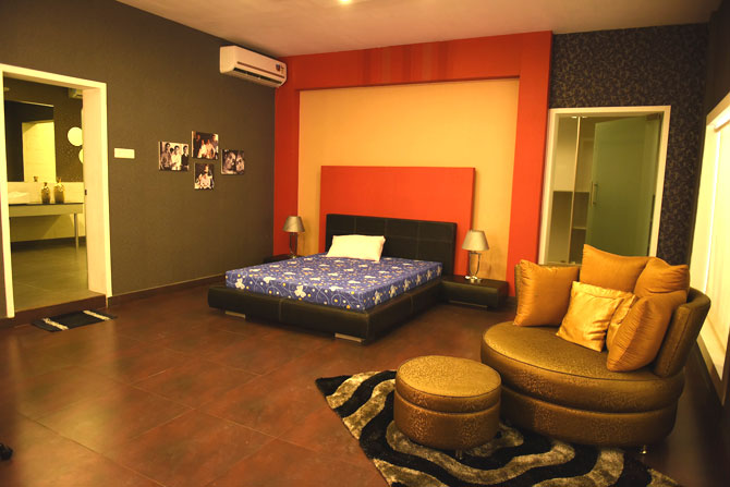 Khan s chalet at bigg boss 9 with family photos and superhero twist