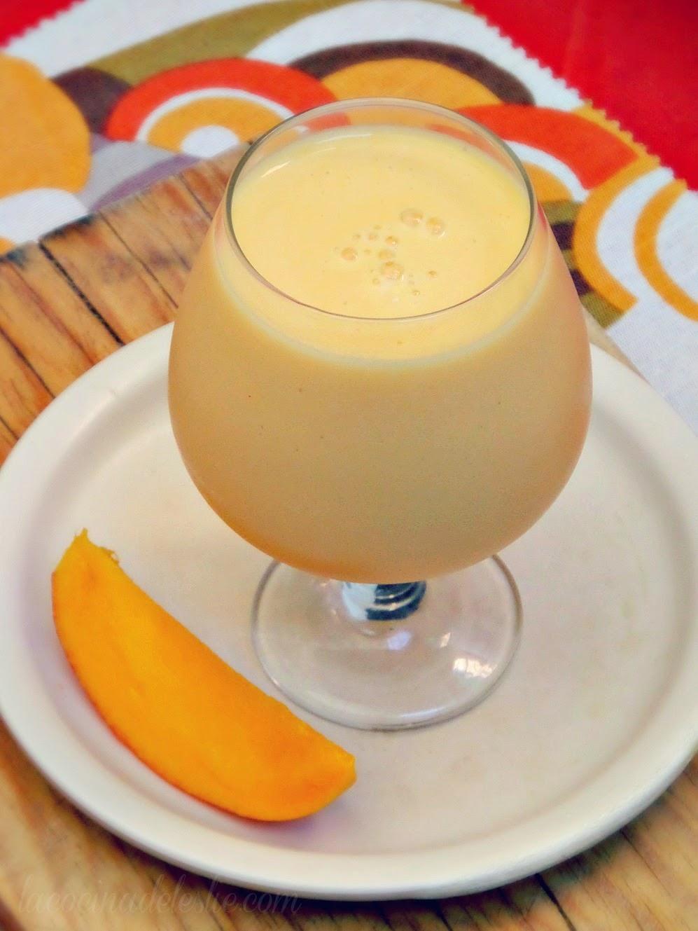 Mango Milkshake - lacocinadeleslie.com