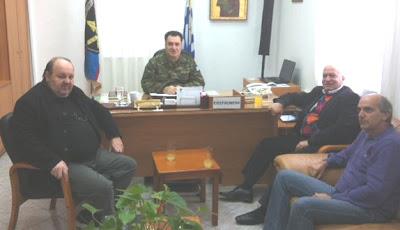 ΟΕΒΕ ΘΗΒΑΣ: Συνάντηση με τον Διοικητή του στρατοπέδου
