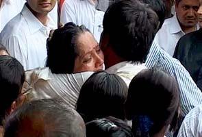 mumbai blasts 2011, mumbai terror attack, PM in Mumbai, Sonia Gandhi on Mumbai blasts, Terror attack in Mumbai, India,Live News, Today Top Stories, Latest News, Daily News, Breaking News, Latest News