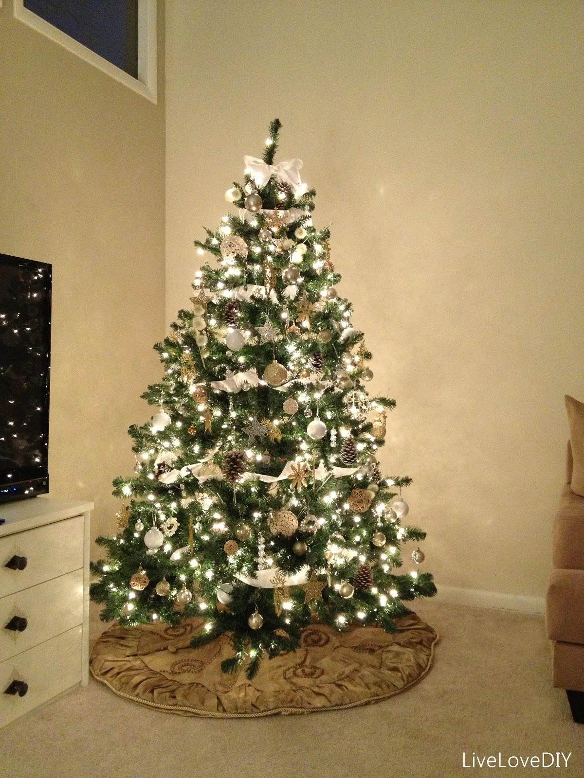 2 look pretty have a christmas tree you can be proud of for Blue gold and white christmas tree