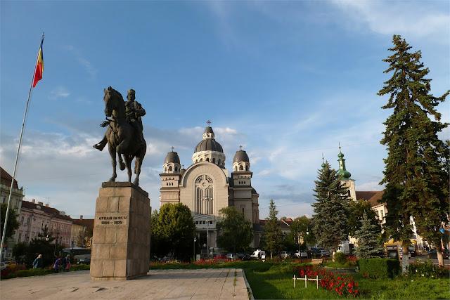 Piaţa Trandafirilor (Plaza de las Rosa) - Târgu Mureş