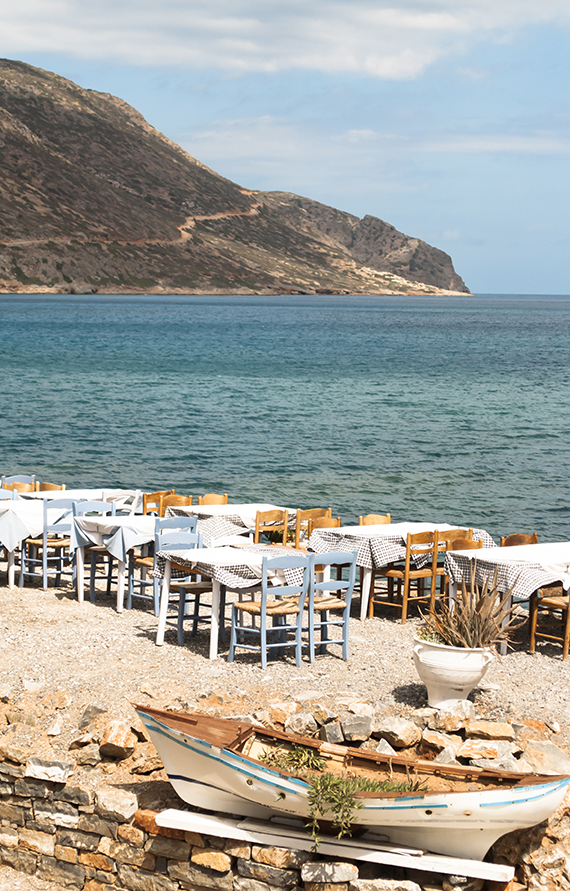 Tavern by the sea at Plaka, Crete | My Paradissi ©Eleni Psyllaki