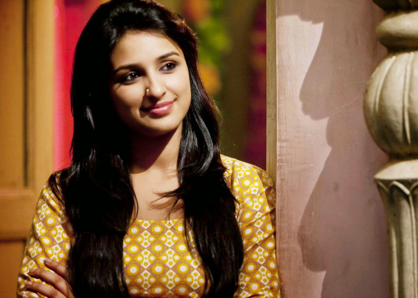 Wallpapers Poster, Photo, Image 3 - Parineeti Chopra Smiley Look Daawat-e-Ishq