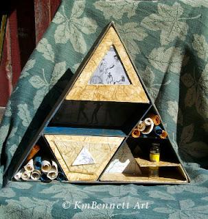 Meditation shelf pyramid