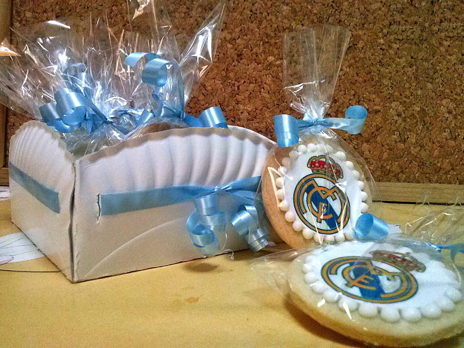 Mi reino por una Galleta  Galletas con oblea del escudo del Real Madrid 1e418b7c7df43