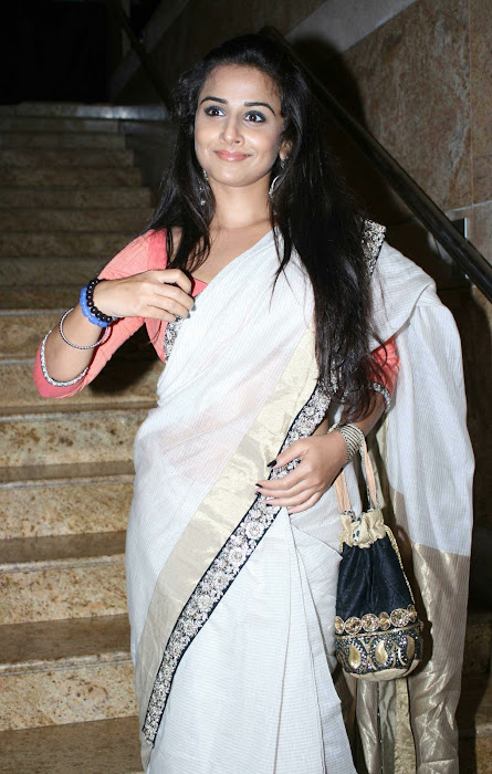 vidya balan gargeous look in sabyasachi designer saree at lakme fashion week