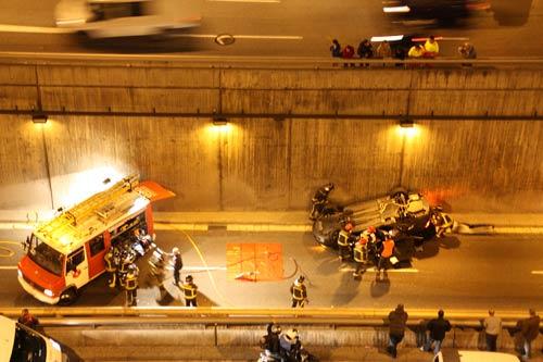 accidente coche y bomberos