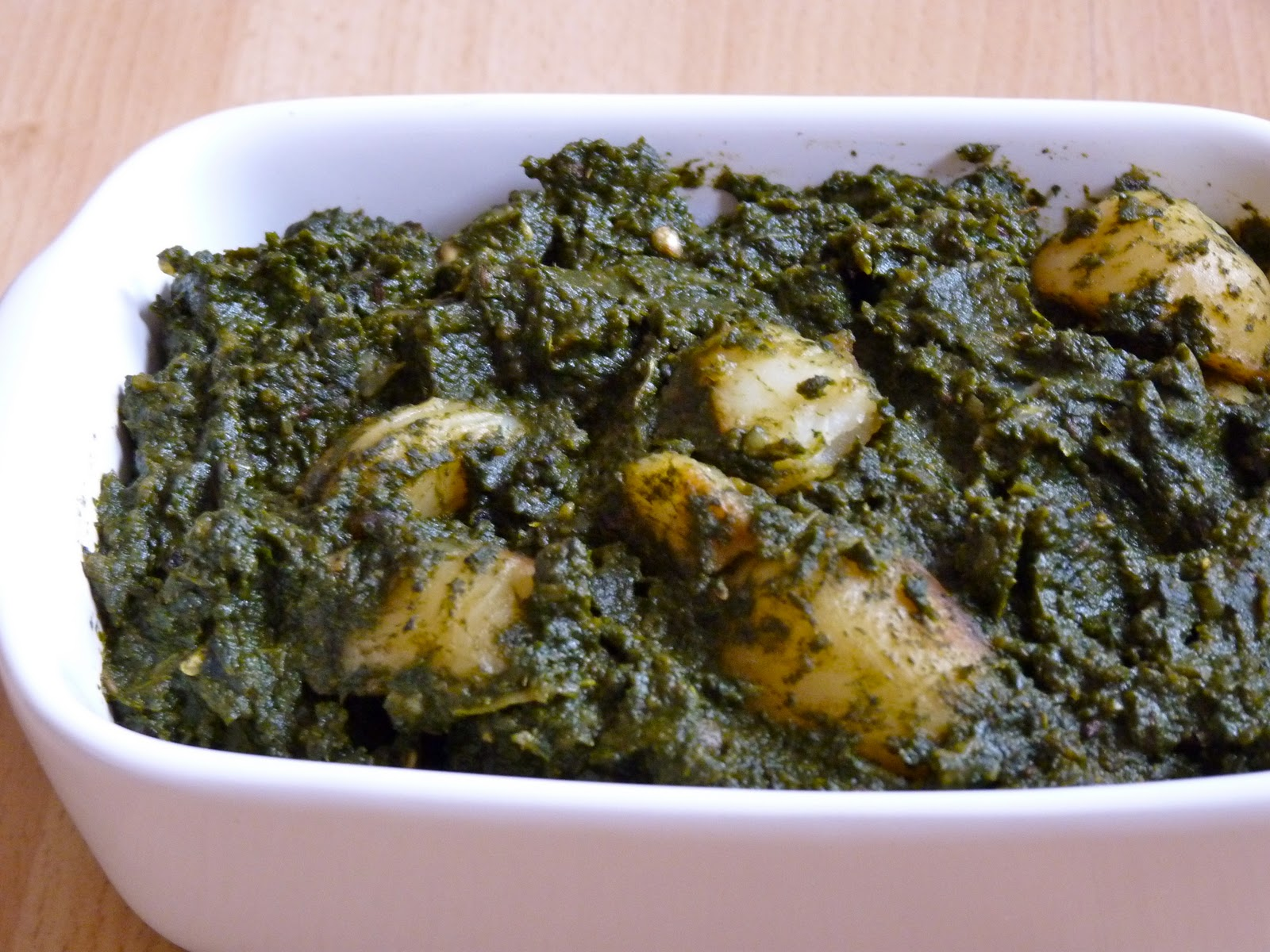 En Samayal Arai: ALOO PALAK / POTATO SPINACH CURRY